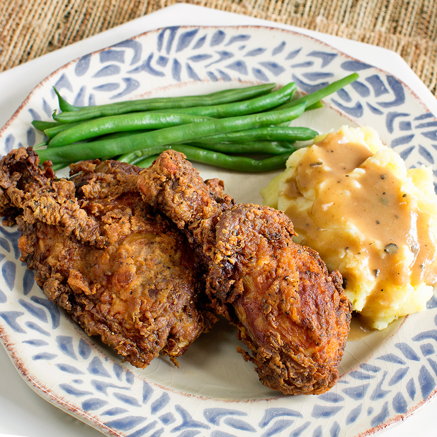 Fried Chicken with Mashed potatoes, gravy and green beans