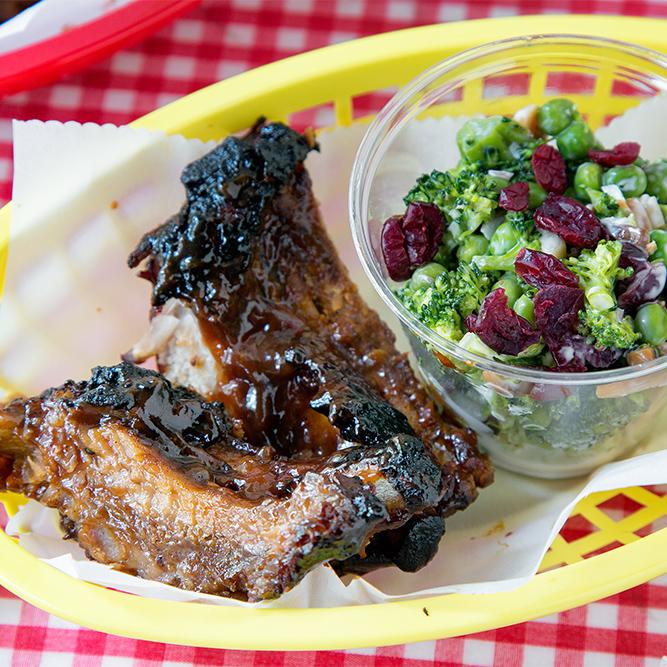 Barbecue ribs with Broccoli Salad