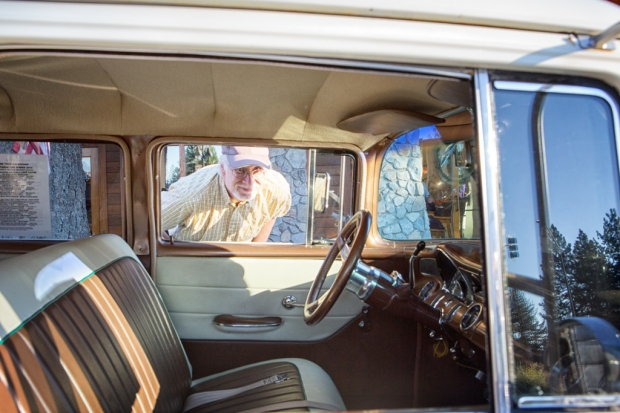 Yes!Chef! checks out the interior of a 1950s (or so) Pontiac